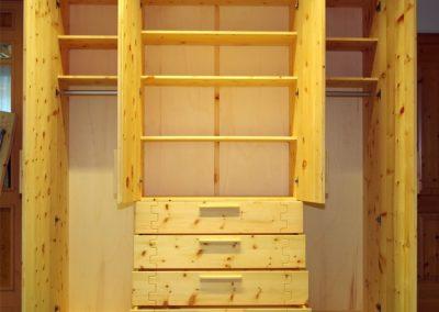 Ein Schlafzimmer aus Zirbenholz 2
