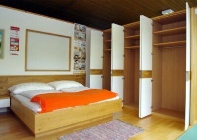 Handgefertigtes Zirbenholz-Doppelbett 30