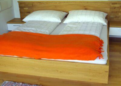 Handgefertigtes Zirbenholz-Doppelbett 28