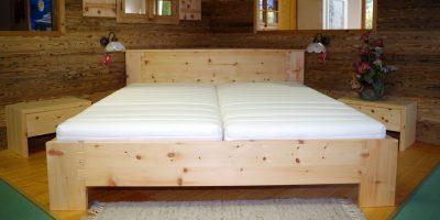 Ein Schlafzimmer aus Zirbenholz