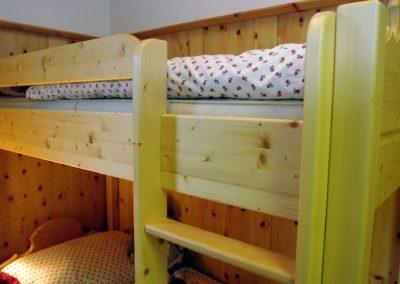 Handgefertigtes Zirbenholz-Doppelbett 19