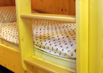 Handgefertigtes Zirbenholz-Doppelbett 18