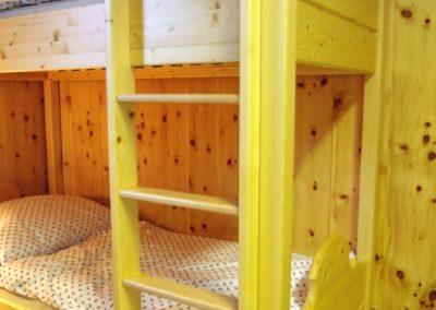 Handgefertigtes Zirbenholz-Doppelbett 17