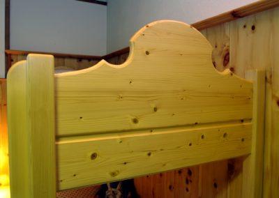 Handgefertigtes Zirbenholz-Doppelbett 20
