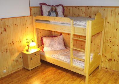 Handgefertigtes Zirbenholz-Doppelbett 24