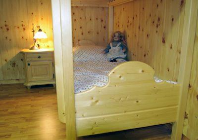 Handgefertigtes Zirbenholz-Doppelbett 25