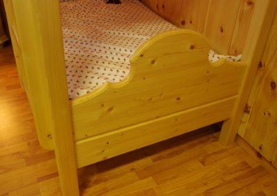 Handgefertigtes Zirbenholz-Doppelbett 22