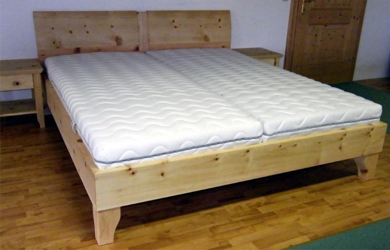 Handgefertigtes Zirbenholz-Doppelbett