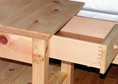 Handgefertigtes Zirbenholz-Doppelbett 3