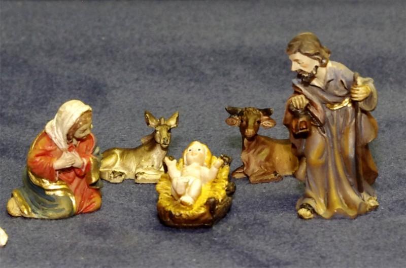 Kleine bemalte Krippenfiguren Maria, Josef und Jesus