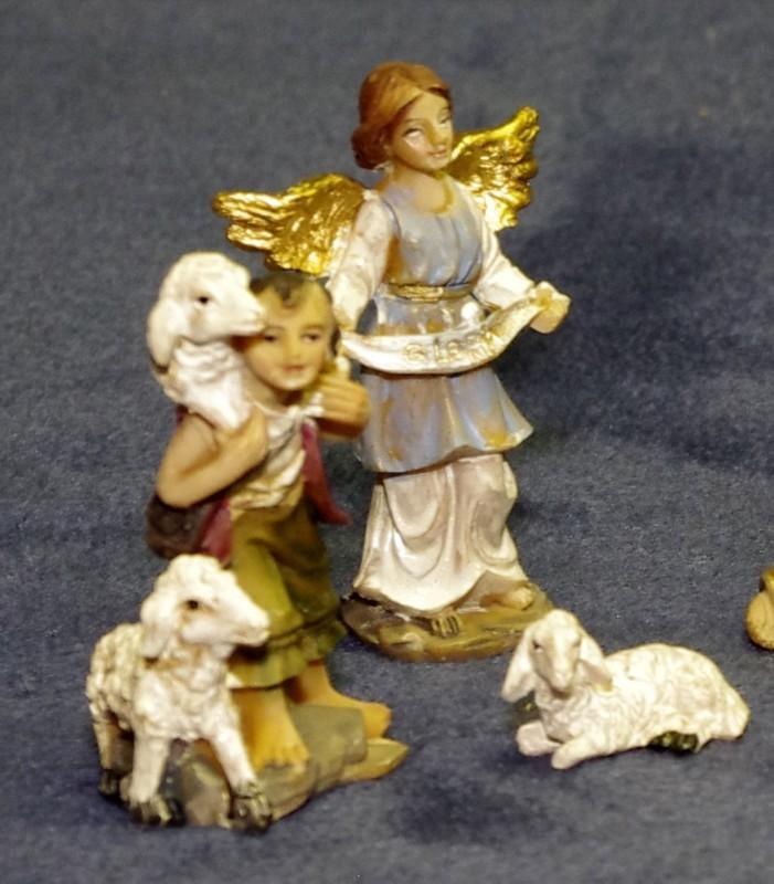 Kleine bemalte Krippenfiguren Hirten und Schafe