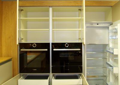DAN Lionga Herd und Kühlschrank offen