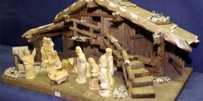 Große Weihnachtskrippe mit Treppe