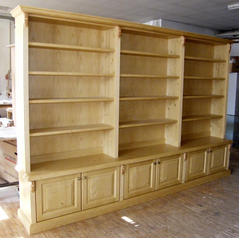 Anrichte mit aufgesetztem Bücherregal 6-türig